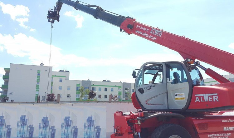 Usługi obrotową ładowarką teleskopową Manitou MRT 2540